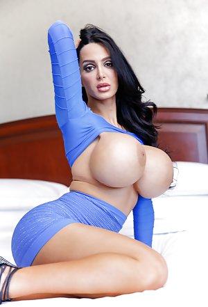 sexy big tit babe pics